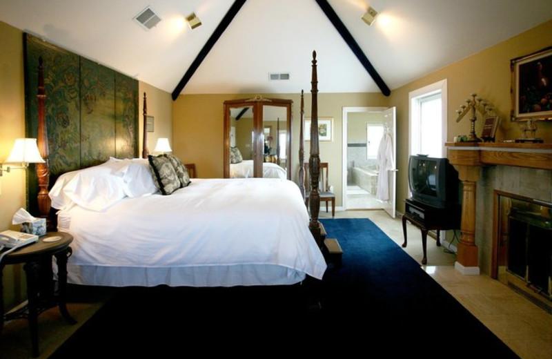 Guest room at Bella Villa Messina.