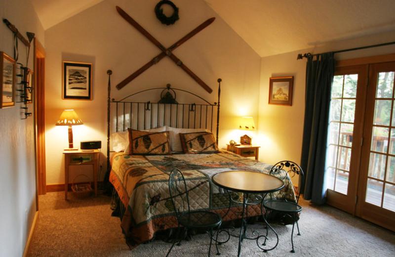 Guest bedroom at Hidden Moose Lodge.