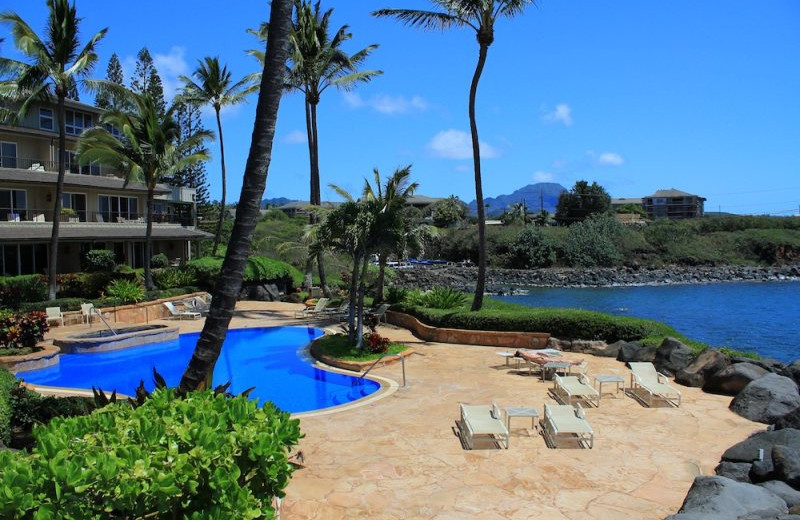 Vacation rental pool at Great Vacation Retreats.
