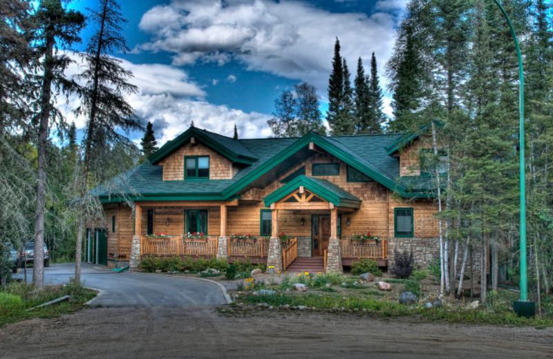 Exterior cabin view at Elk Ridge Resort.