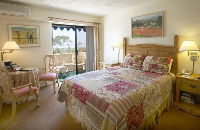 Guest room at La Jolla Inn.