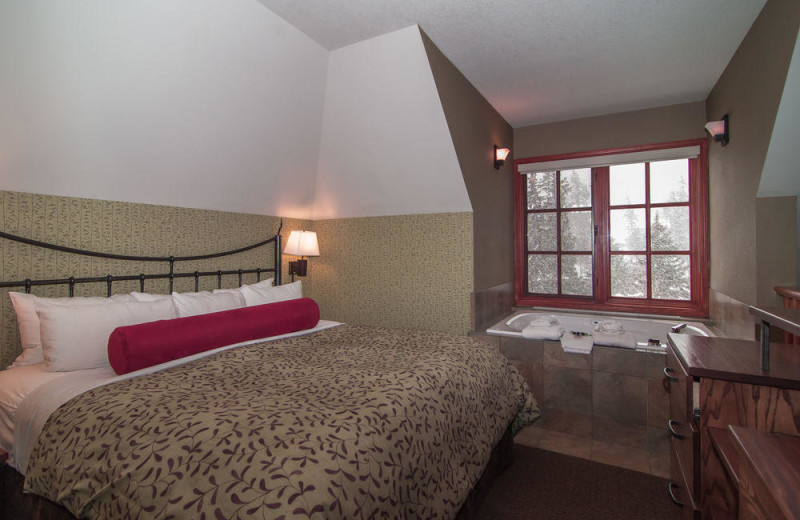 Guest room at Banff Caribou Lodge & Spa.