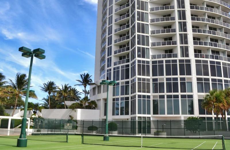 Rental tennis court at Walker Vacation Rentals.