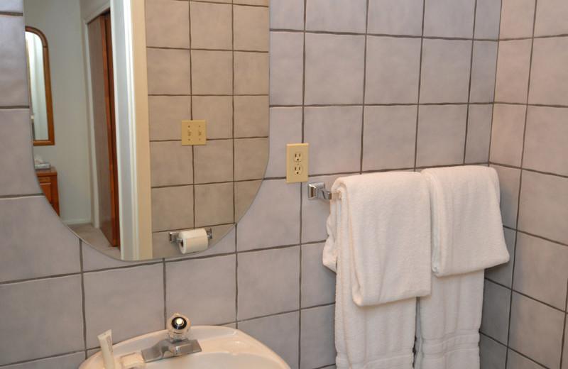 Rental bathroom at Frias Properties of Aspen - Alpenblick #11.