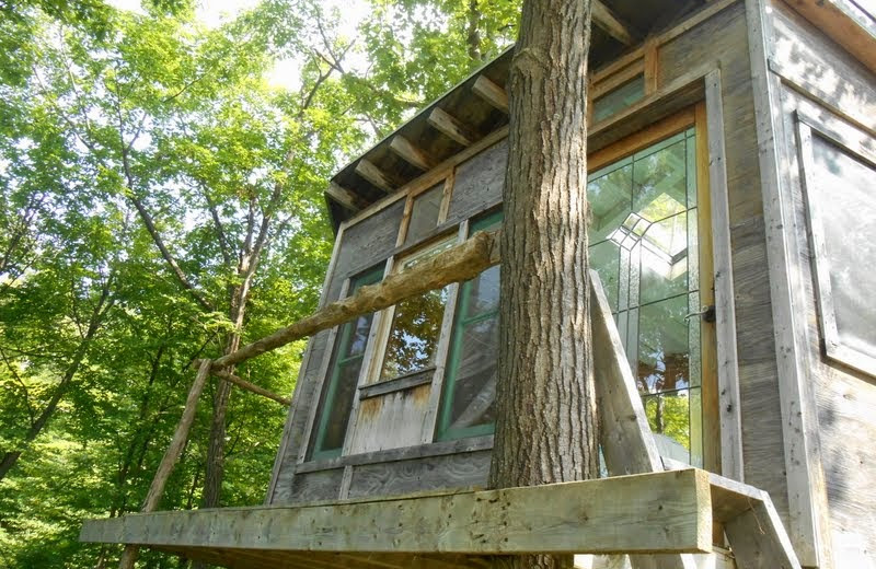 Treehouse at Bob's Lake Cottages.
