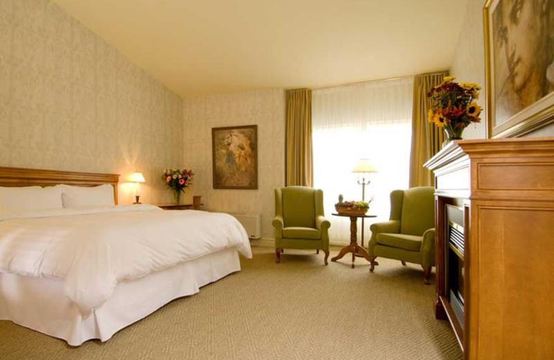 Guest room at Hotel Manoir Saint-Sauveur.