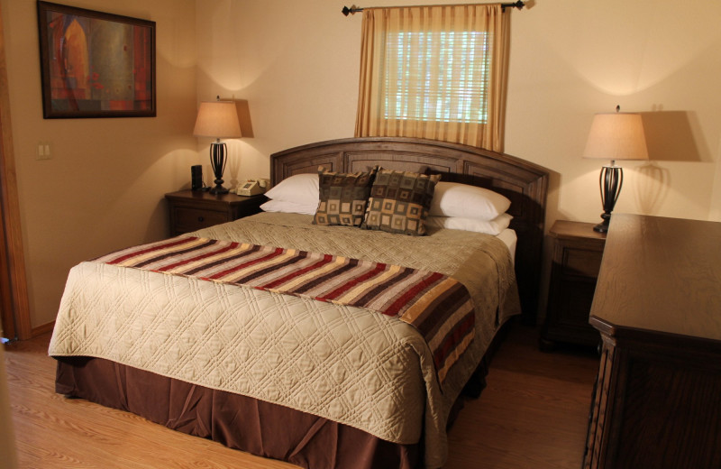 Guest bedroom at Mount Shasta Resort.