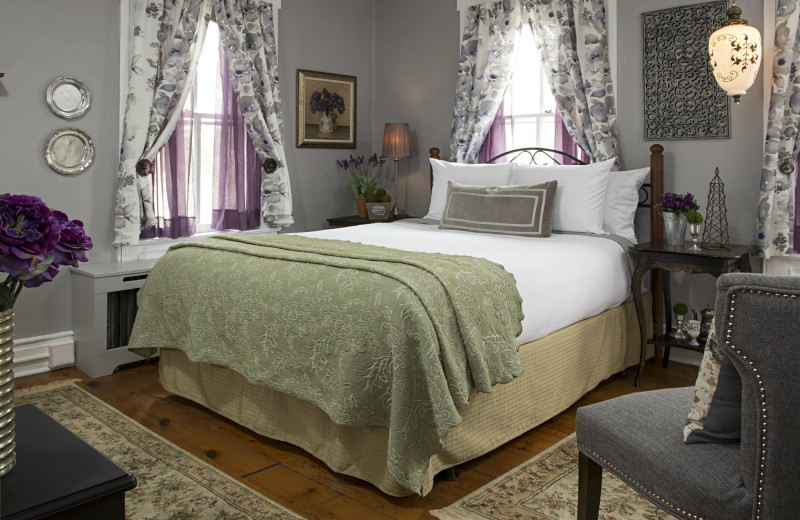 Guest room at 1825 Inn Bed & Breakfast
