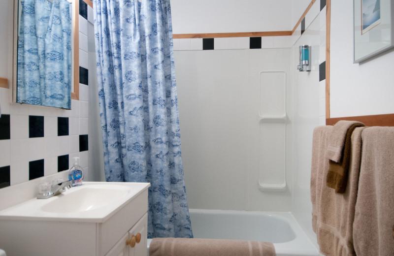 Cottage bathroom at Blue Vista Resort.