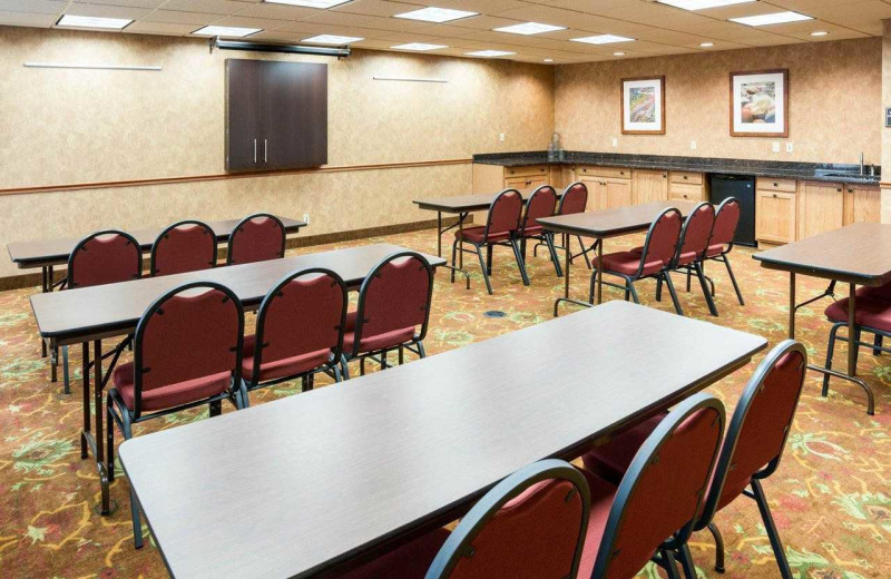 Meeting room at Comfort Suites Canal Park.
