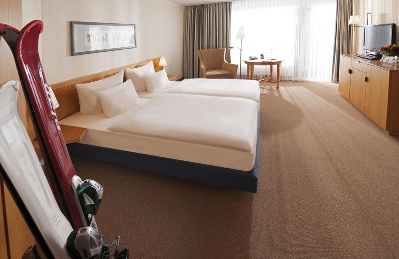 Guest room at Dorint Hotel & Resort Winterberg-Neuastenberg.