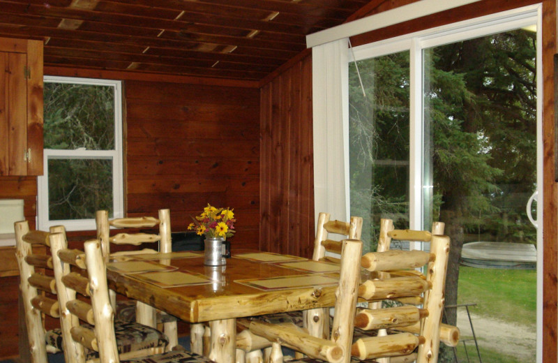 Cabin dining area at Moore Springs Resort.