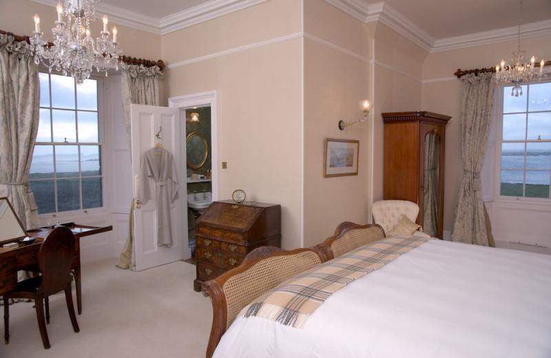 Guest room at Balfour Castle.