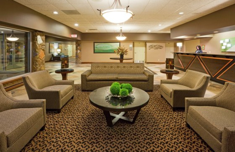 The lobby at Holiday Inn Detroit Lakes.