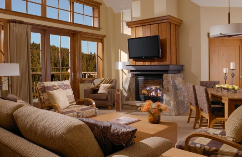 Guest living room at One Ski Hill Place.