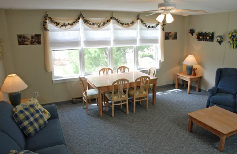 Guest living and dining room at Golden Eagle Lodge.