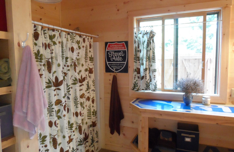 Cabin bathroom at Rossport Lodging & Retreat.