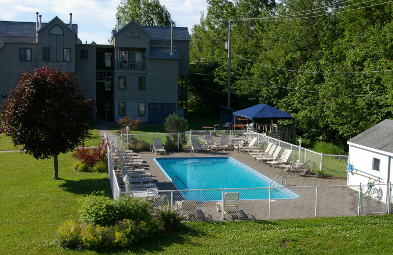 Outdoor pool at Club Vacances Toutes Saisons.