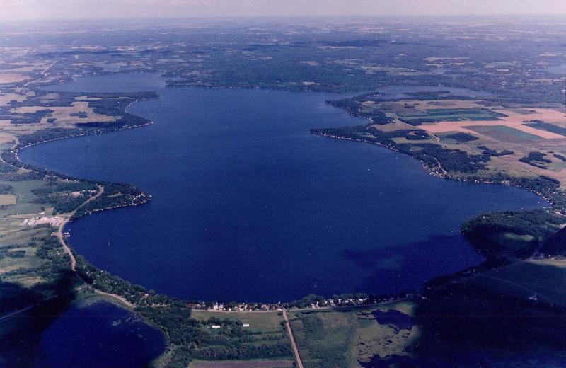 Lake near Lakes Inn at Dunvilla.