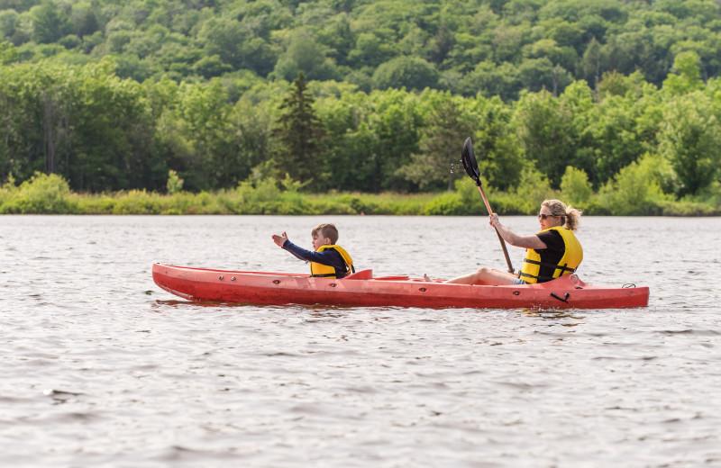 Kayaking on Peninsula Lake at Deerhurst Resort.