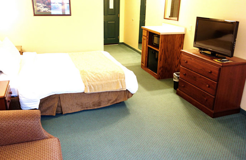 Guest room at Country Inn River Falls.