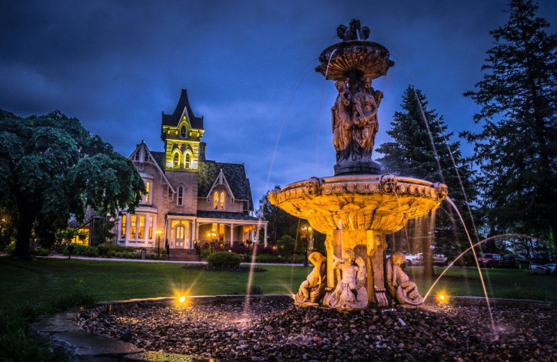 The fountain at night at Elm Hurst Inn & Spa.