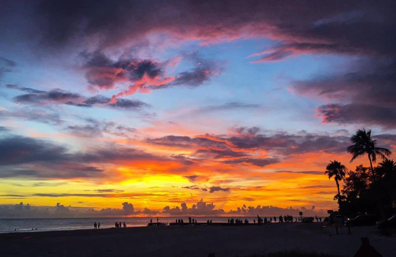 Beach sunset at Sunset Beach Resort.