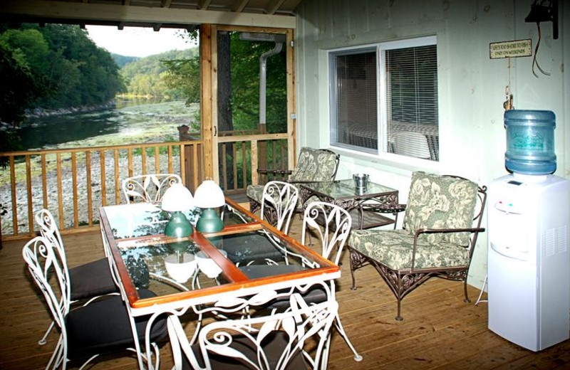 Cottage patio at Greenbrier River Retreat.
