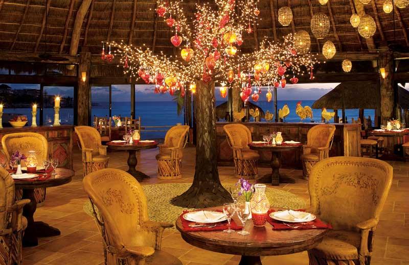 Dining at Dreams Puerto Aventuras Resort & Spa.