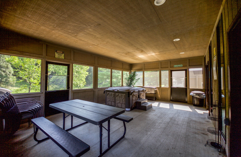 Rock House Screened In Porch with Private Hot Tub