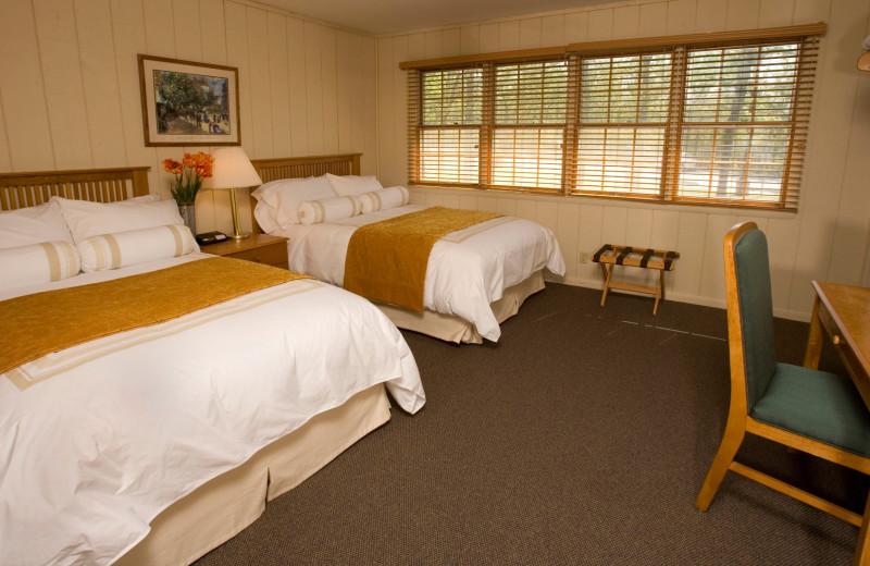 Guest room at POSTOAK Lodge & Retreat.