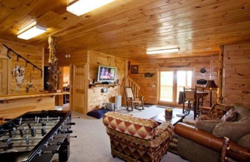 Cabin family room at Blue Sky Cabin Rentals.
