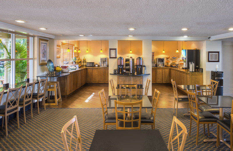 Dining room at Best Western Palm Beach Lakes.