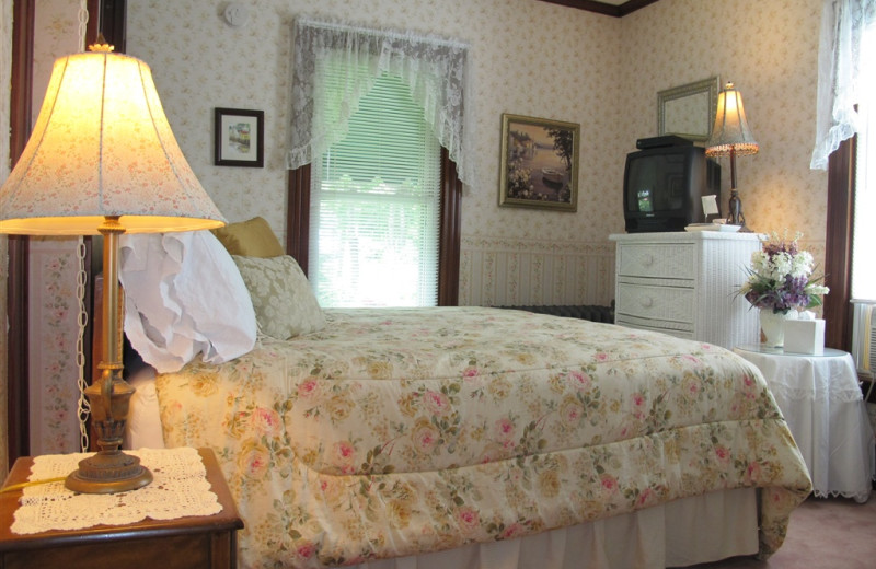 Guest Room at Harbour Towne Inn.