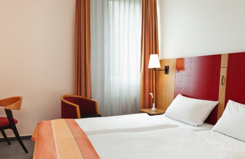 Guest room at Inter City Hotel Gelsenkirchen.