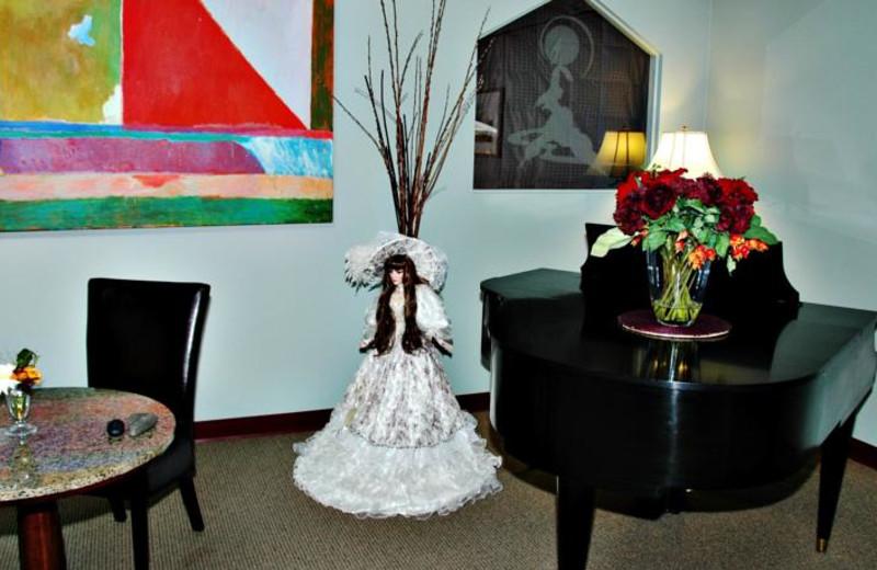 Piano at Honeymoon Bay Lodge & Retreat.