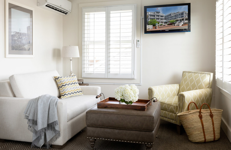Guest living room at Vineyard Square Hotel & Suites.