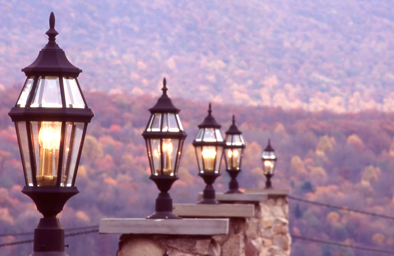 Street lights at Stroudsmoor Country Inn.