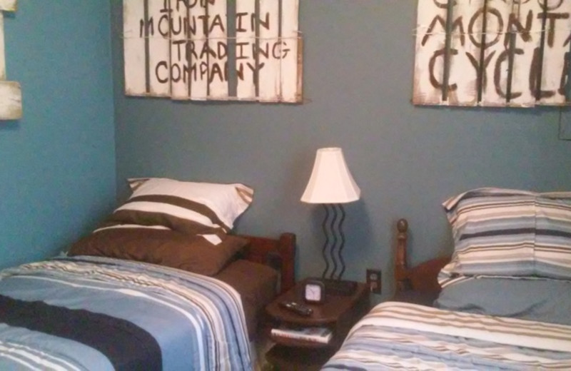 Guest bedroom at The Shady House Lodge and Retreat Center.