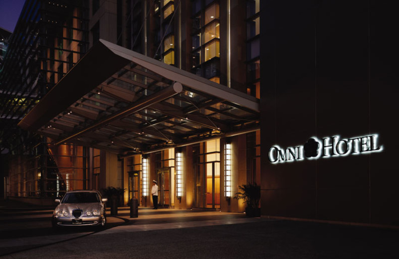 Front drive at twilight at Omni San Diego Hotel.