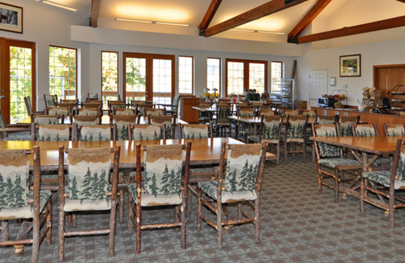 Dining room at Lakeside Lodge & Suites.