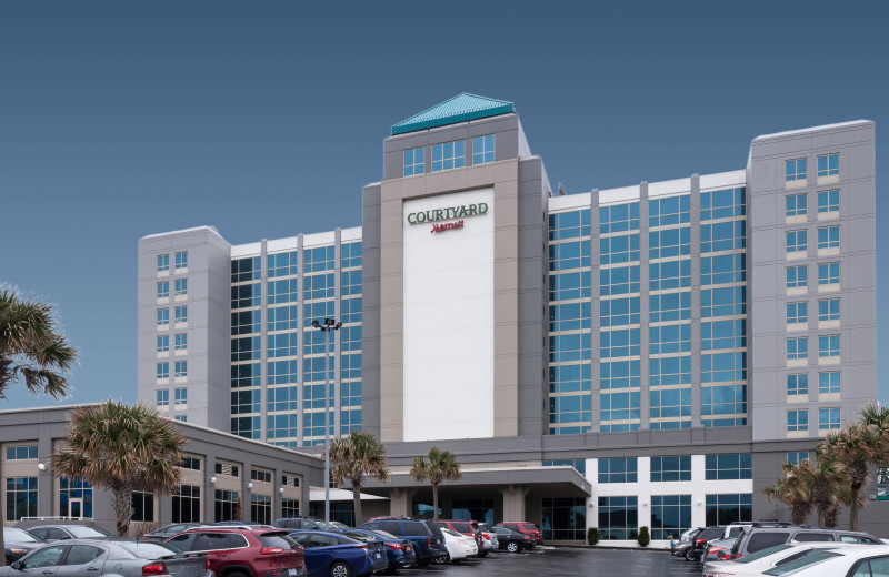 Exterior view of Courtyard by Marriott Carolina Beach.
