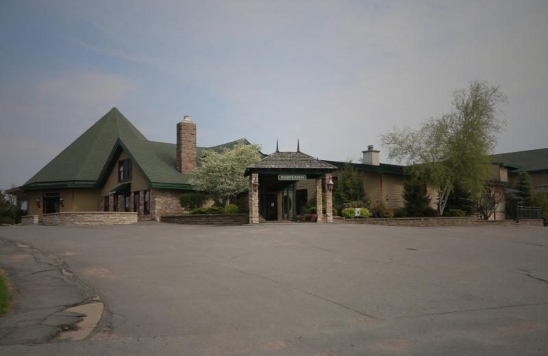 Exterior view of Edgewood Resort.
