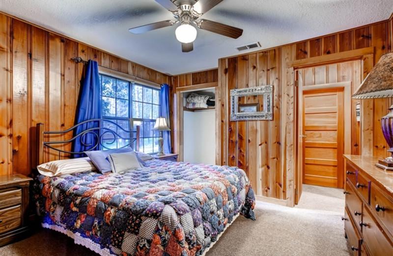 Cabin bed room at Hummingbird Cabins.