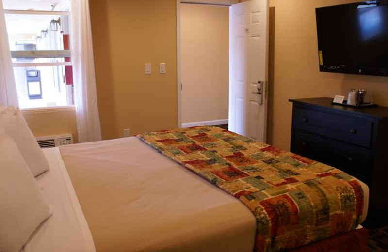 Guest room at Point Loma Inn and Suites.