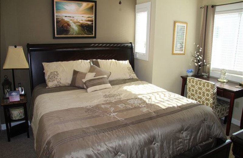 Guest bedroom at Pinnacle Inn Resort.