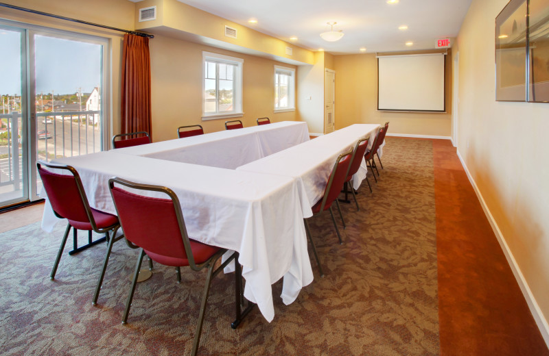 Meeting room at Rivertide Suites Hotel.