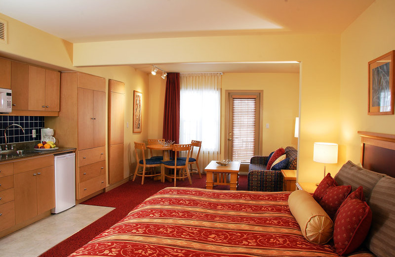 Guest room at Carriage Ridge Resort at Horseshoe Valley.