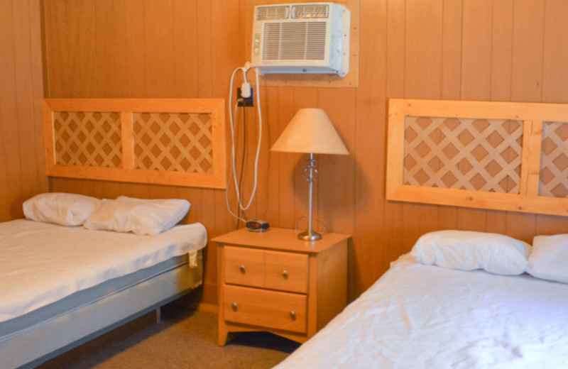 Cabin bedroom at Mark Twain Landing.