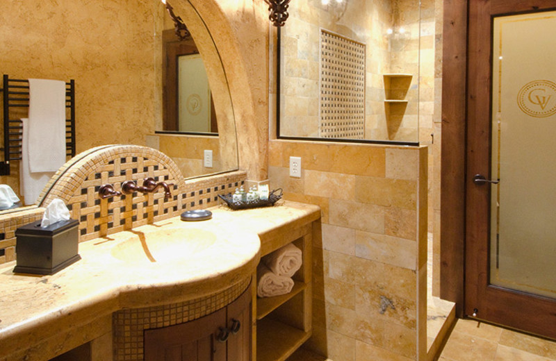 Guest bathroom at Gervasi Vineyard.